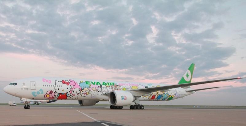 billigflüge - hello kitty jet boeing triple 7